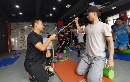 私人健身教练培训机构怎么选择?